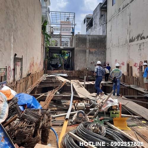 Đội ngũ thợ sửa chữa nhà Bình Dương đang thực hiện công việc