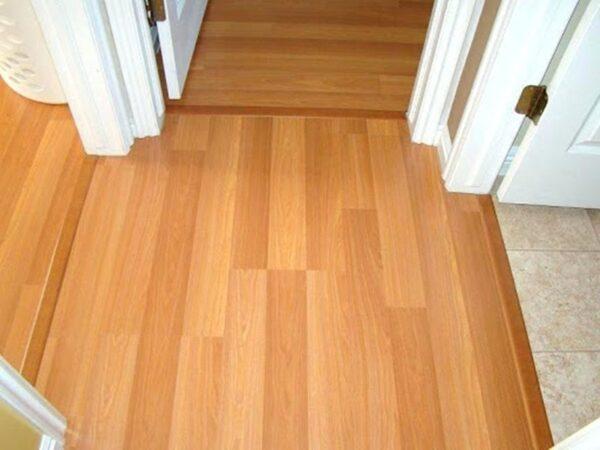 Chức năng chính của phụ kiện nẹp sàn gỗ là cố định vị trí mép sàn, che kín kẽ hở giữa mép với các bề mặt tiếp giáp
