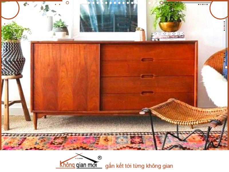 Chiếc tủ cũ được thay đổi màu sơn và đặt thêm các món phụ kiện trở thành một món đồ nội thất hữu dụng và cực đẹp mắt